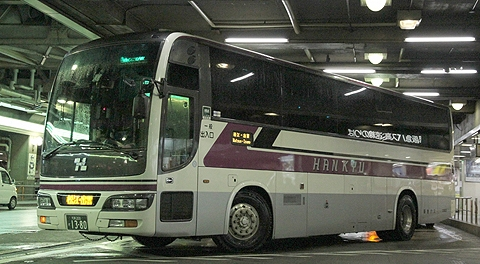 阪急梅田高速バスターミナルでバスを撮ってみました。