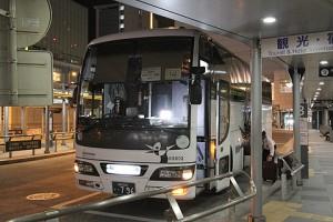西鉄高速バス「さぬきEXP福岡号」・796 高松改札中(H24.01.17)