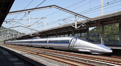 JR西日本 500系新幹線 V2編成 新岩国にて_01