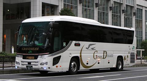 東京駅日本橋口で見たJRバス「ドリーム号」東京~京阪神系統