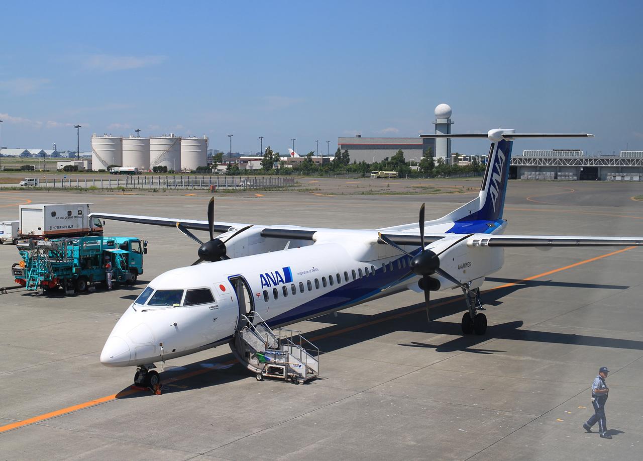 ANA DHC-8 Q400