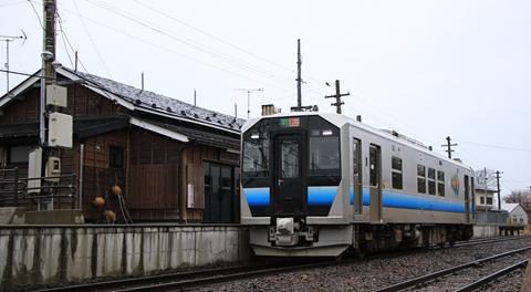 JR東日本 五能線 GV-E400系 岩舘駅にて アイキャッチ用 480